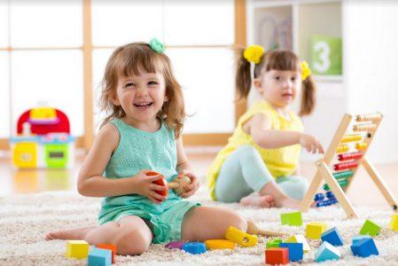 Produkty dla dzieci, co potrzebują nasze szkraby w różnym wieku