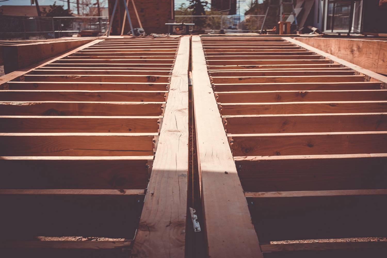 Co to jest drewno konstrukcyjne na domy szkieletowe?